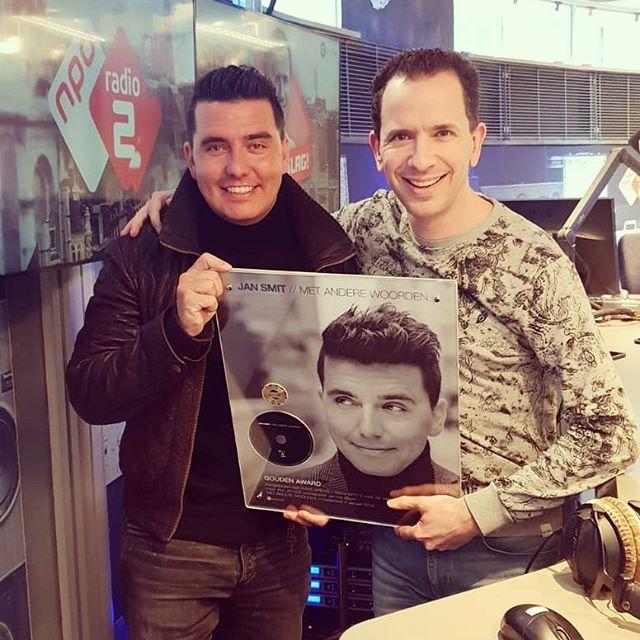 Gouden album mede dankzij @nporadio2 👏 Thanks voor de support! #metanderewoorden #goud #award #dank #radio2 #jansmit