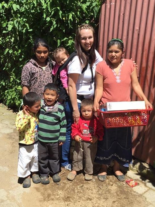 Canastas de Amor - Son canastas que contienen viveres y articulos basicos para el hogar. Una canasta puede mantener las necesidades de una familia de 2 a 4 semanas.