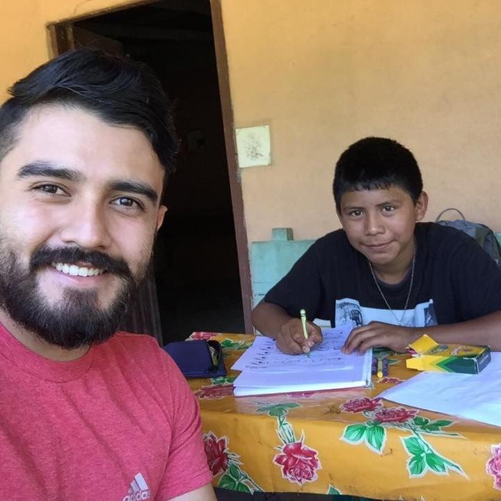 Tutorias - Ayudamos a niños con dificultad para leer y escribir o aquellos que han dejado la escuela.