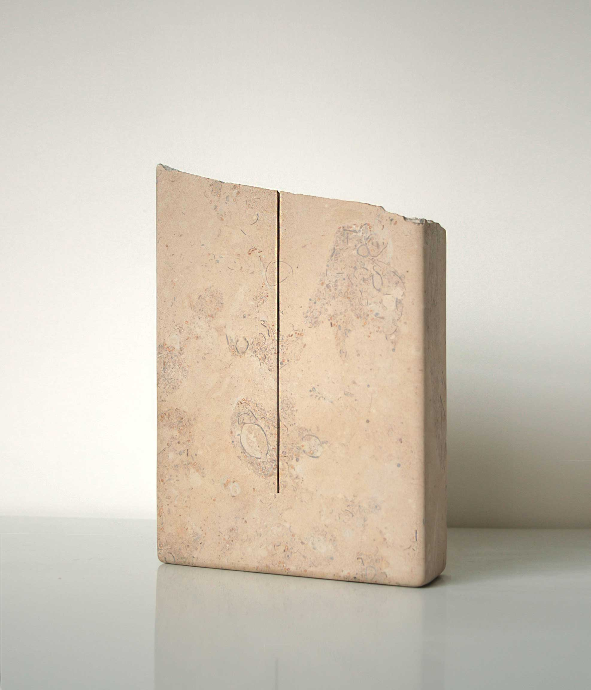 A PURE UNTROUBLED LINE  (after Iris Murdoch)  2019  Lincolnshire limestone – silver bed  21.4 x 15.0 x 4.0 cm