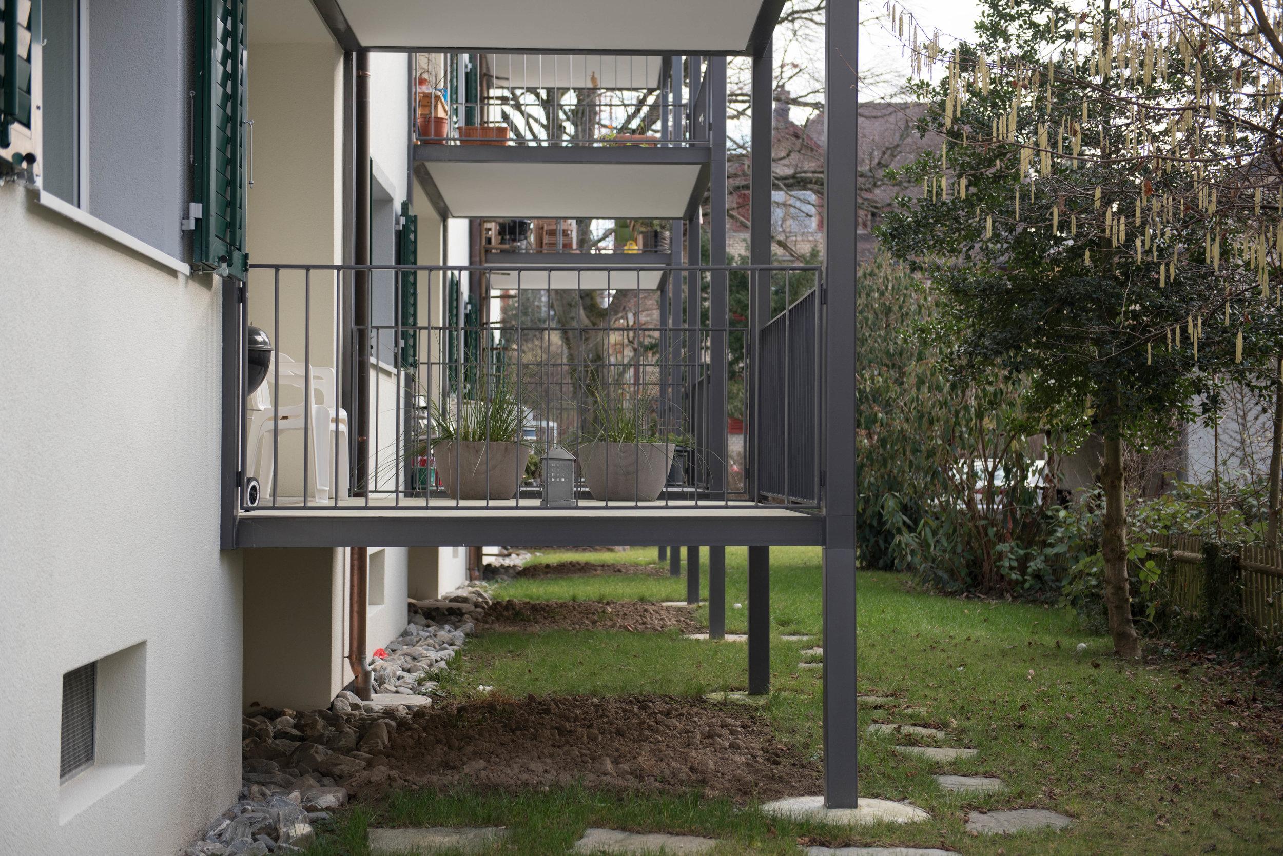 Balkonanbau bei einem Mehrfamilienhaus