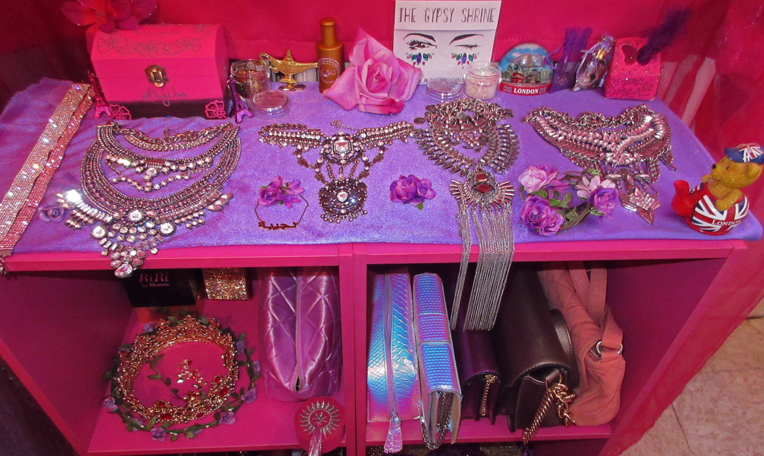 Jewels - Necklaces - Accessories