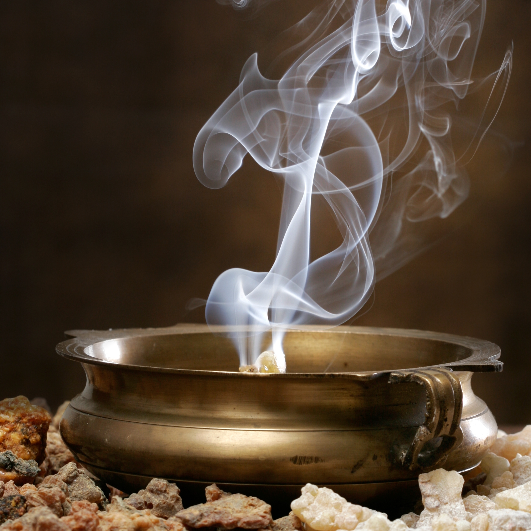 Frankincense & Myrrh  – A rich, earthy blend of frankincense, myrrh and a twist of orange bergamot.