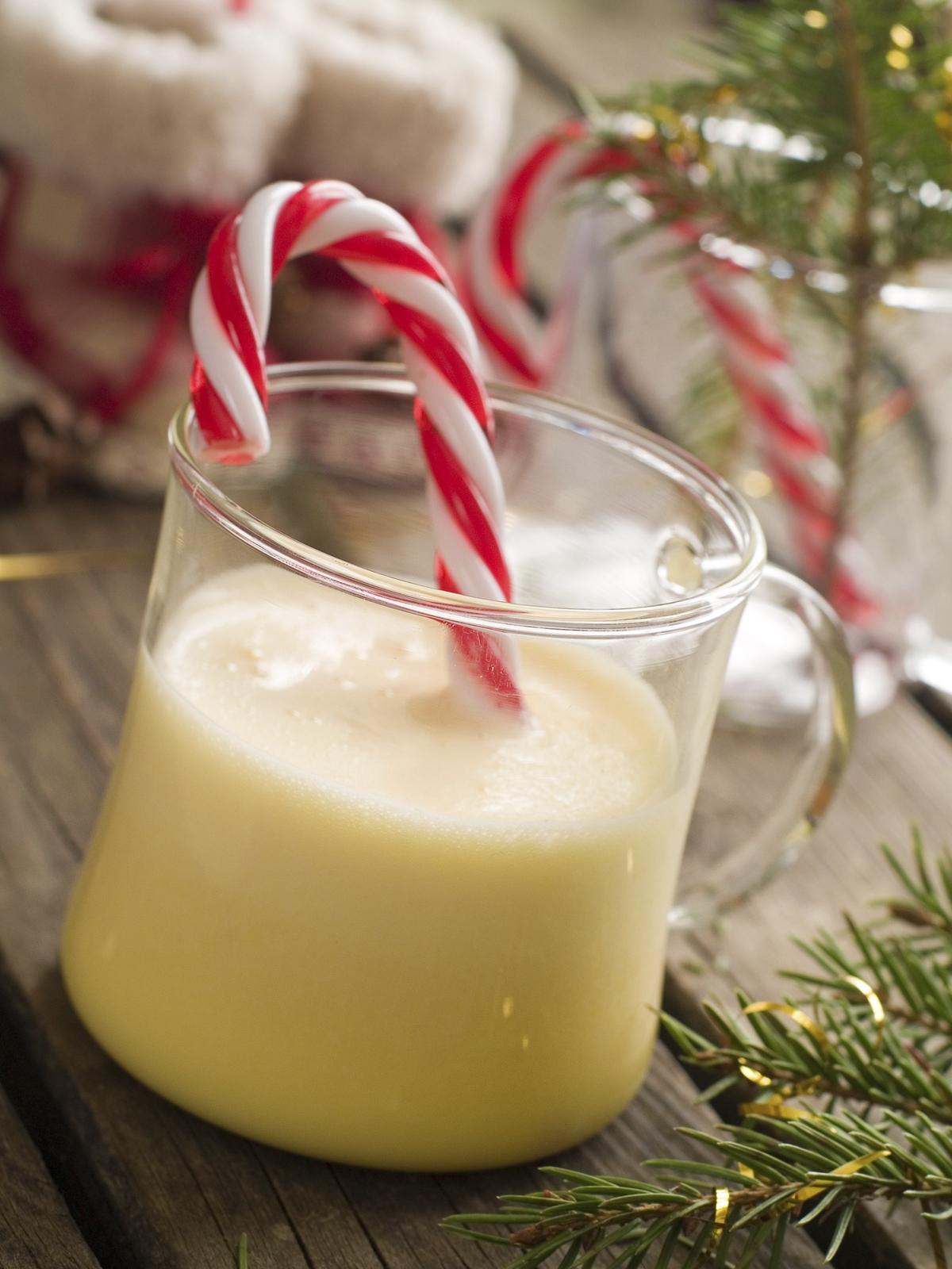 Peppermint Vanilla  –A cool, crisp blend of peppermint, creamy vanilla and a hint of pine.