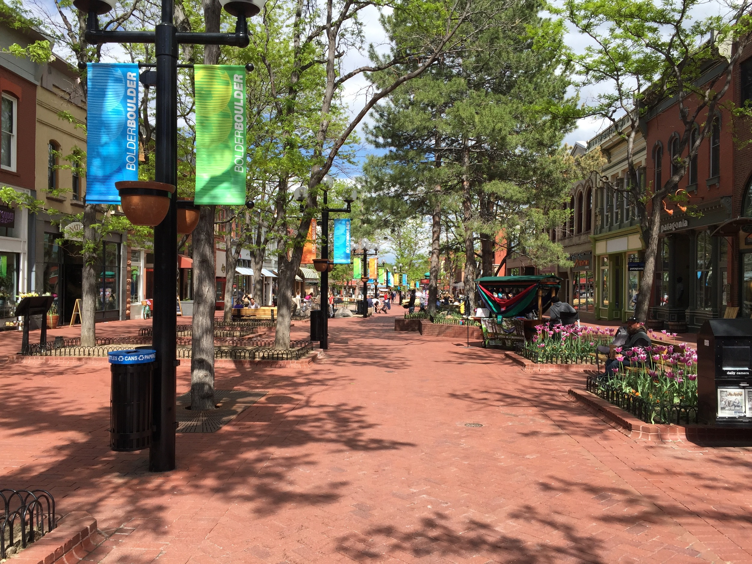 Boulder's downtown Pearl Street Mall offers 4 blocks of traffic-less wining, dining and shopping opportunities.