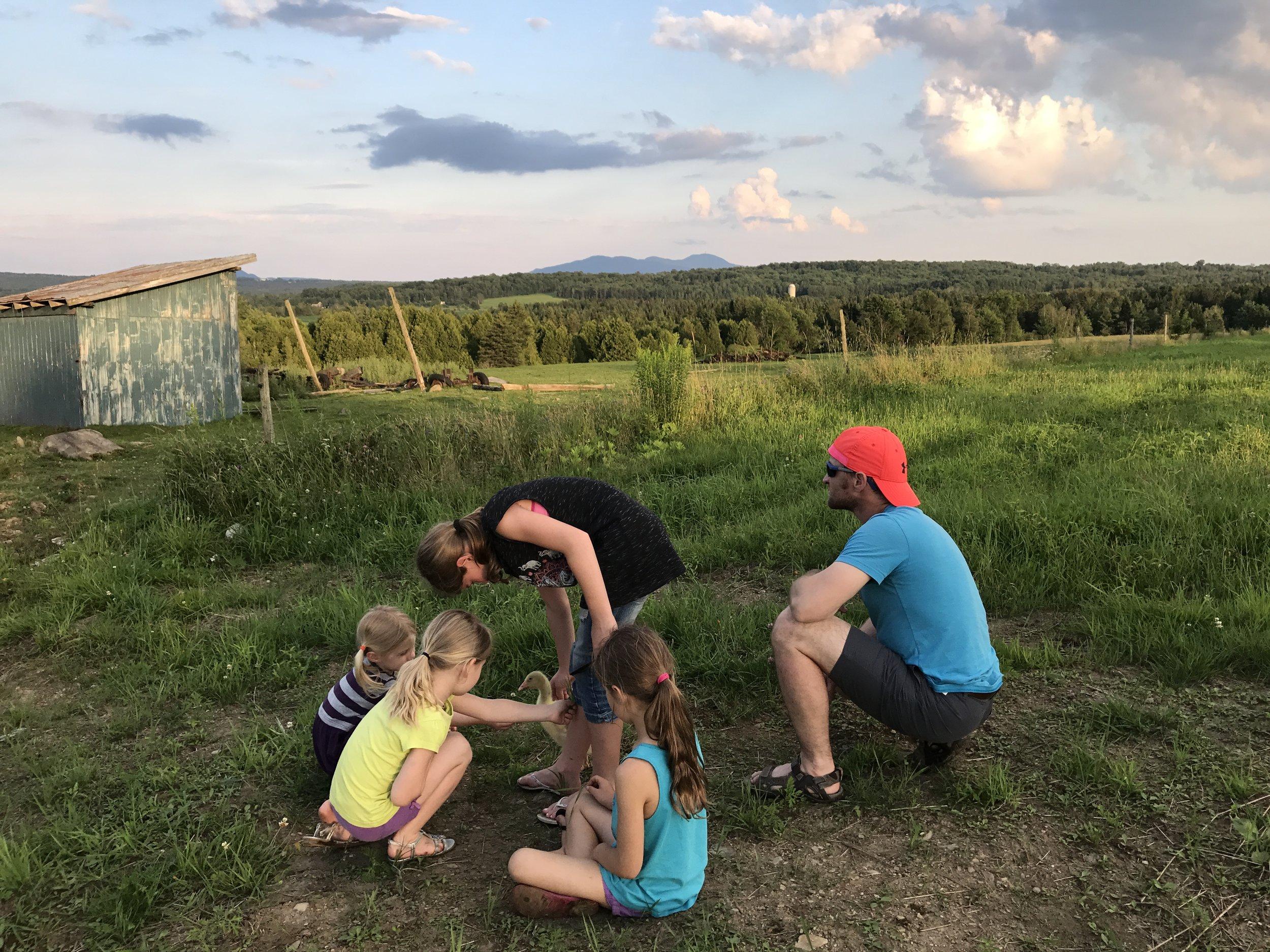 On profite de nos derniers jours à la campagne pour recharger nos batteries! Merci Mamie et Papi pour cet été inoubliable xxx