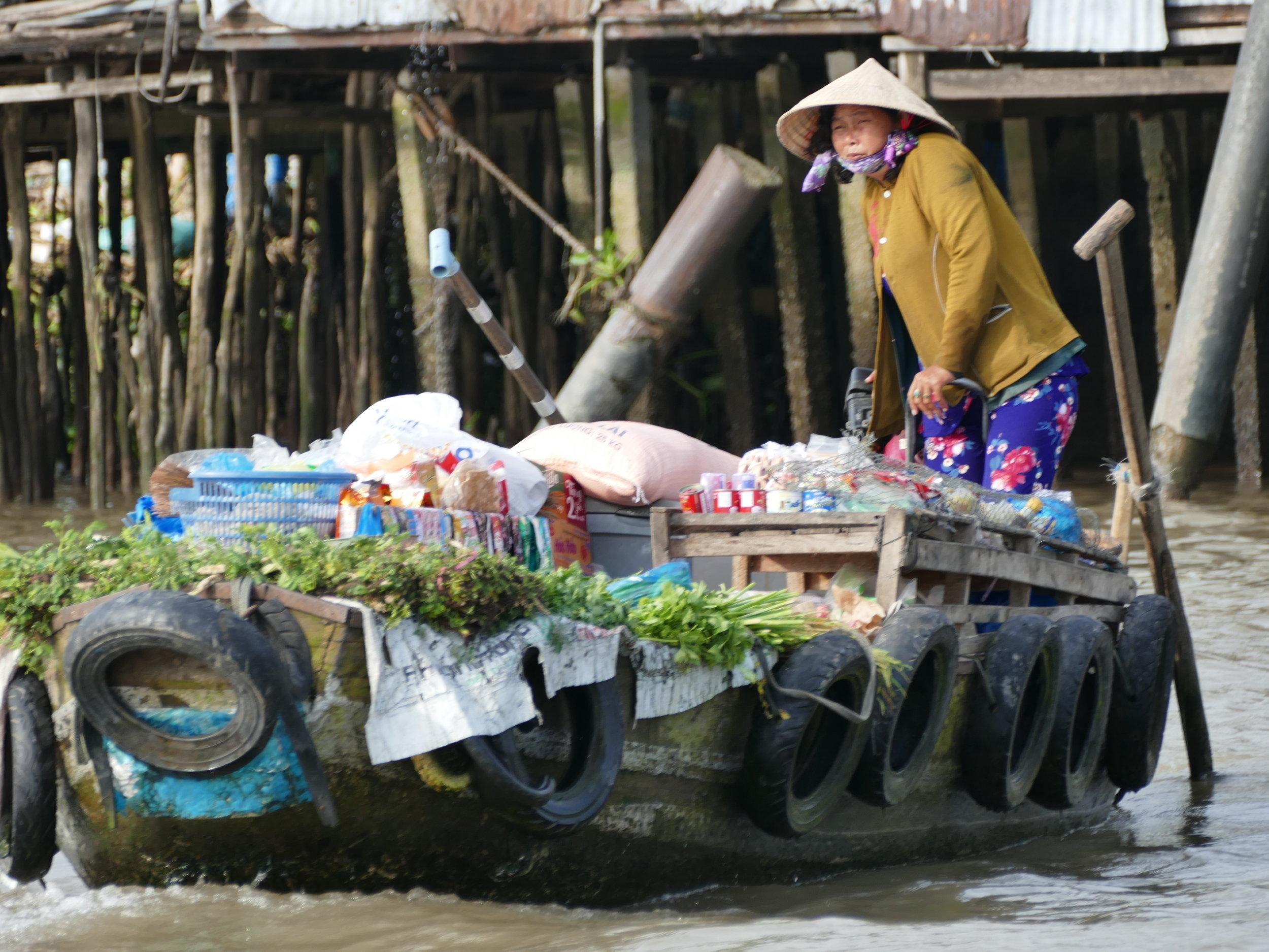Notre coup de coeur dans cette région, les échanges de marchandises sur le Mékong.