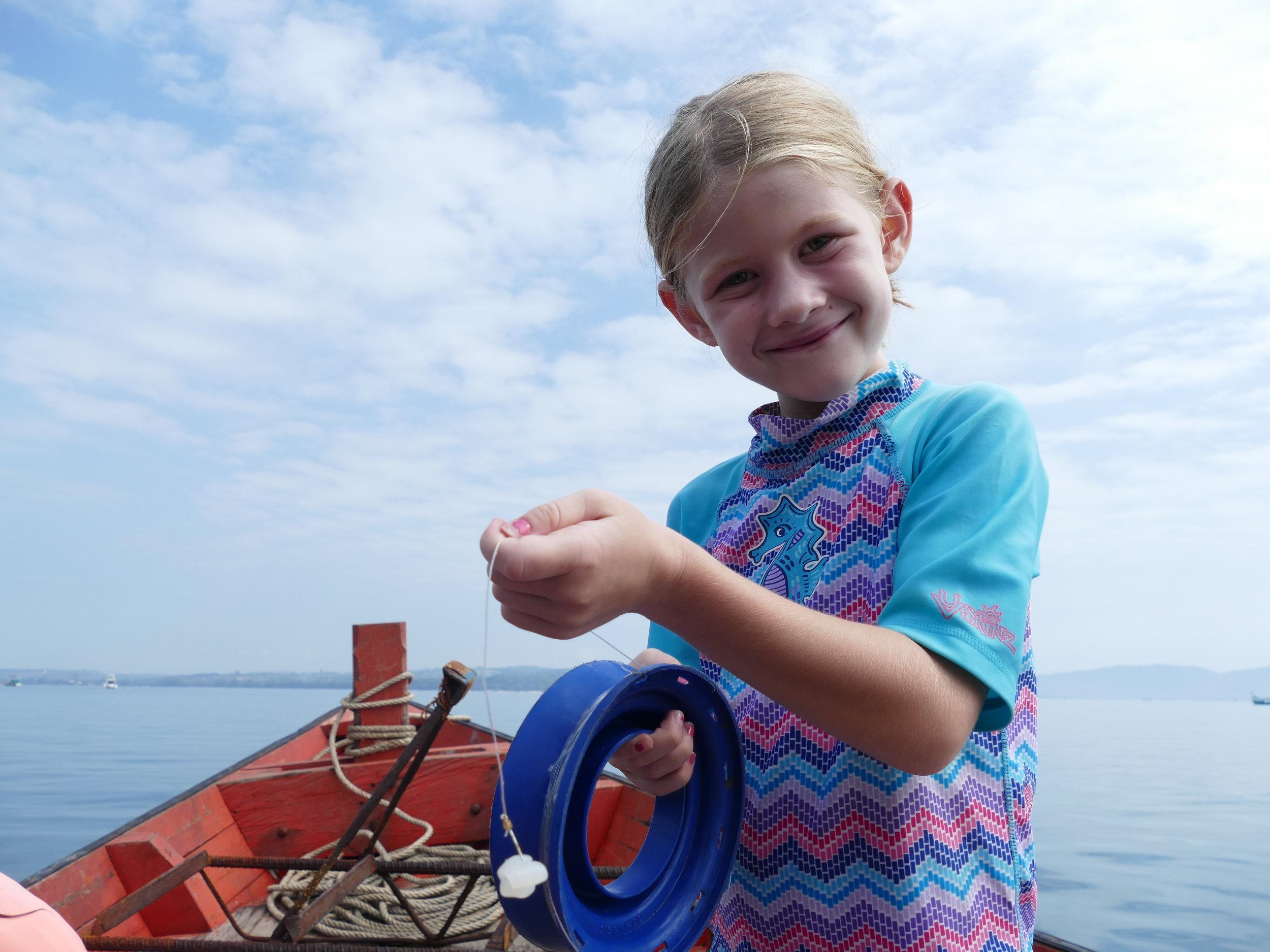 Rosalie s'est découvert une passion:la pêche .