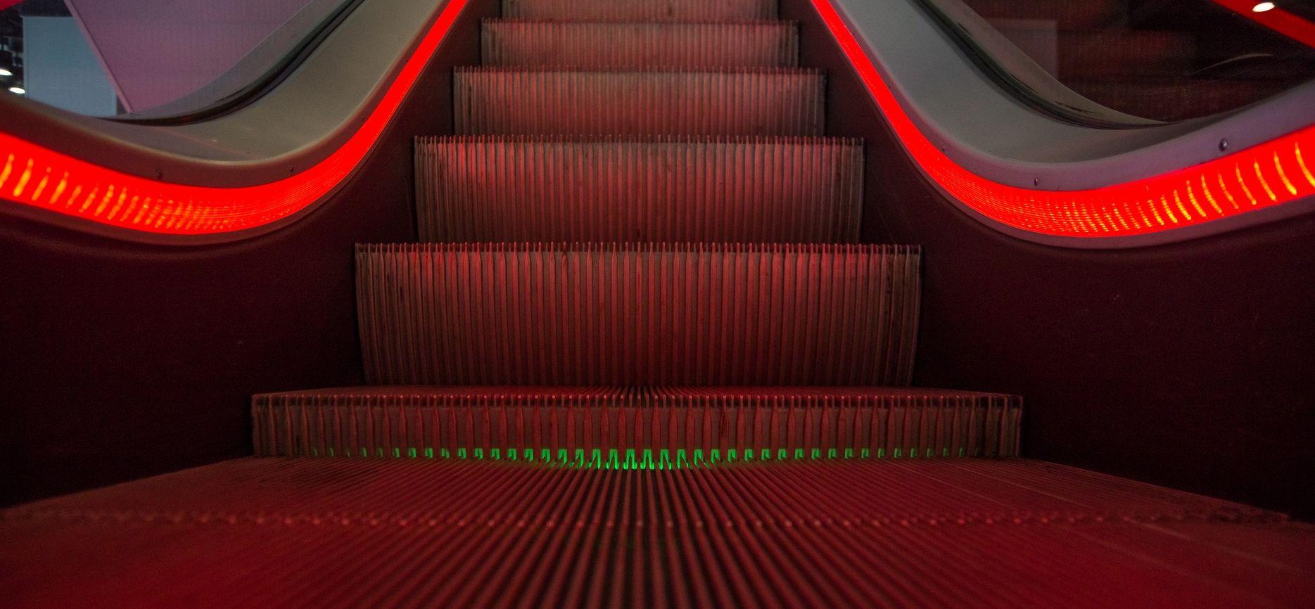 escalator-1746279_1920-Skitterphoto.jpg