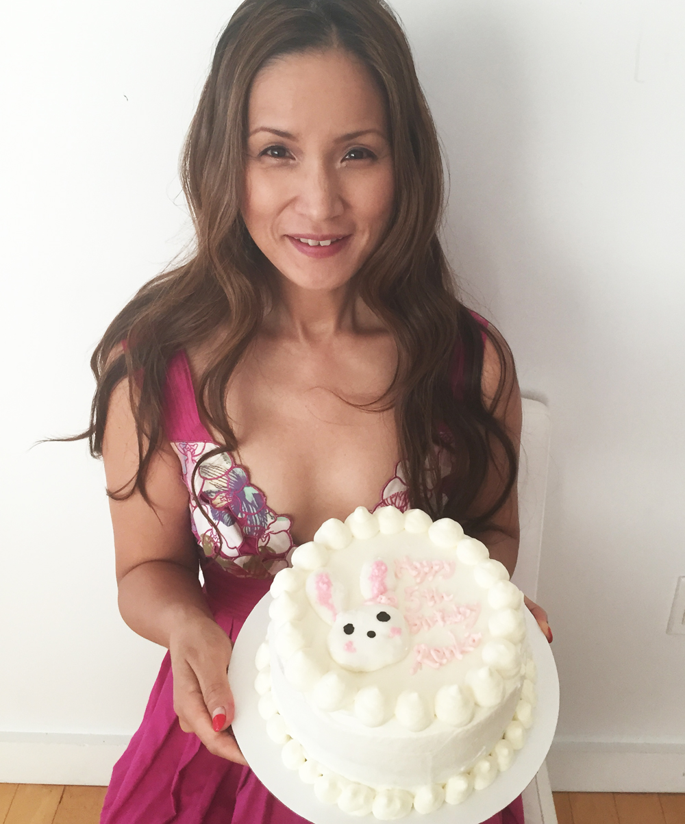 AK Akemi Kakihara hand made bunny strawberry short cake