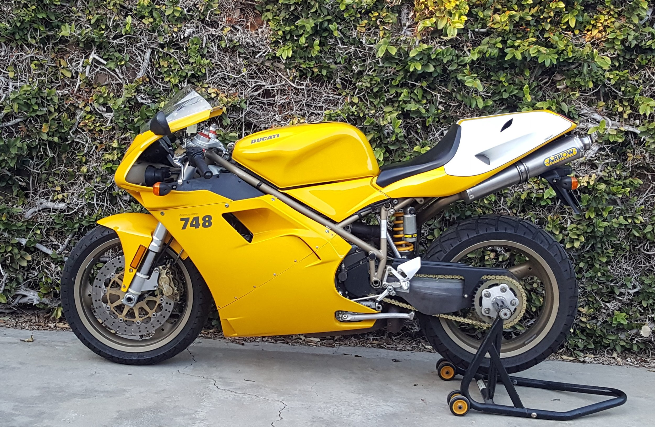 2000 Ducati 748-916 Restored3.jpg