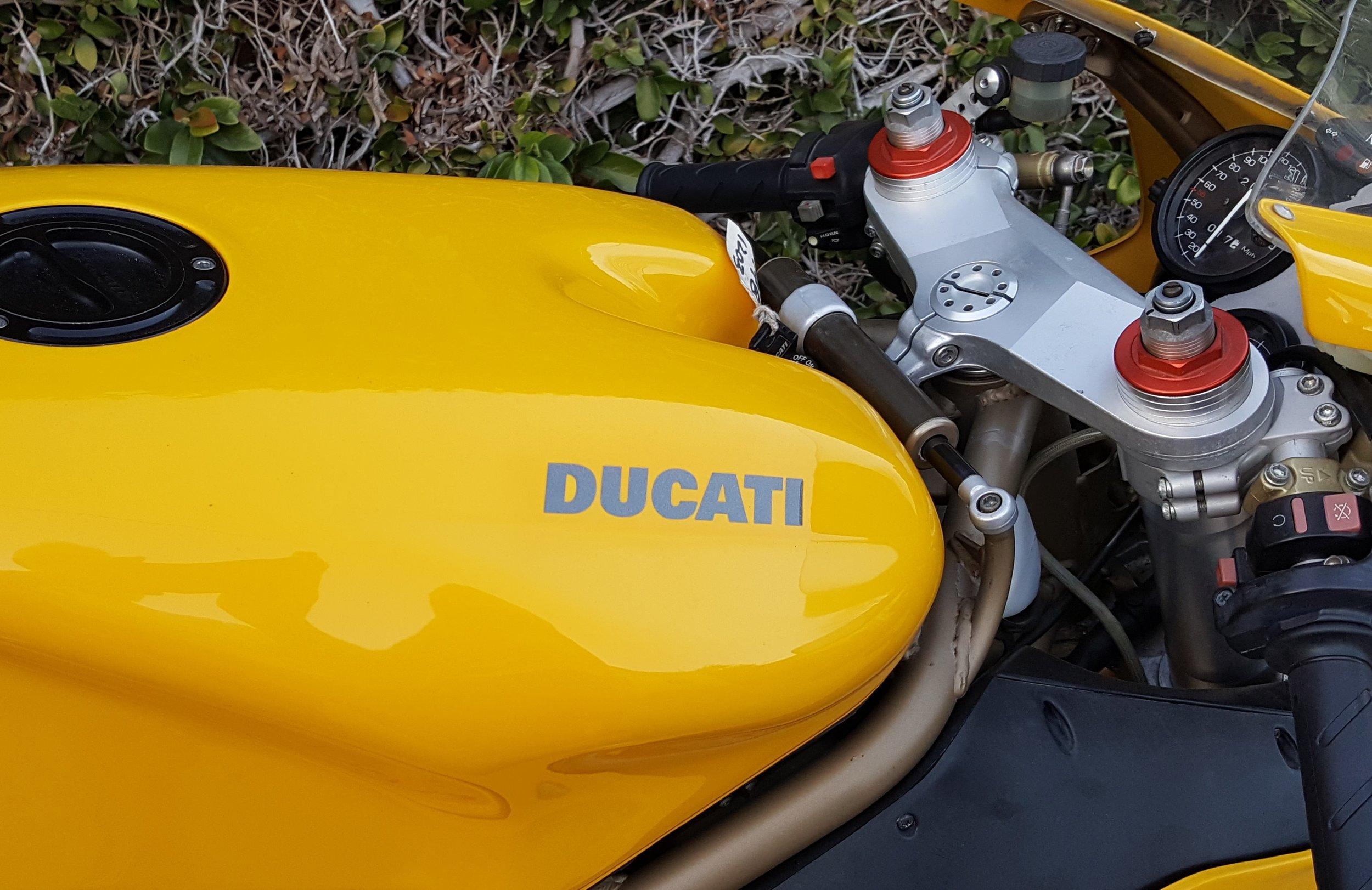 Ducati 748-916 tank side view.jpg