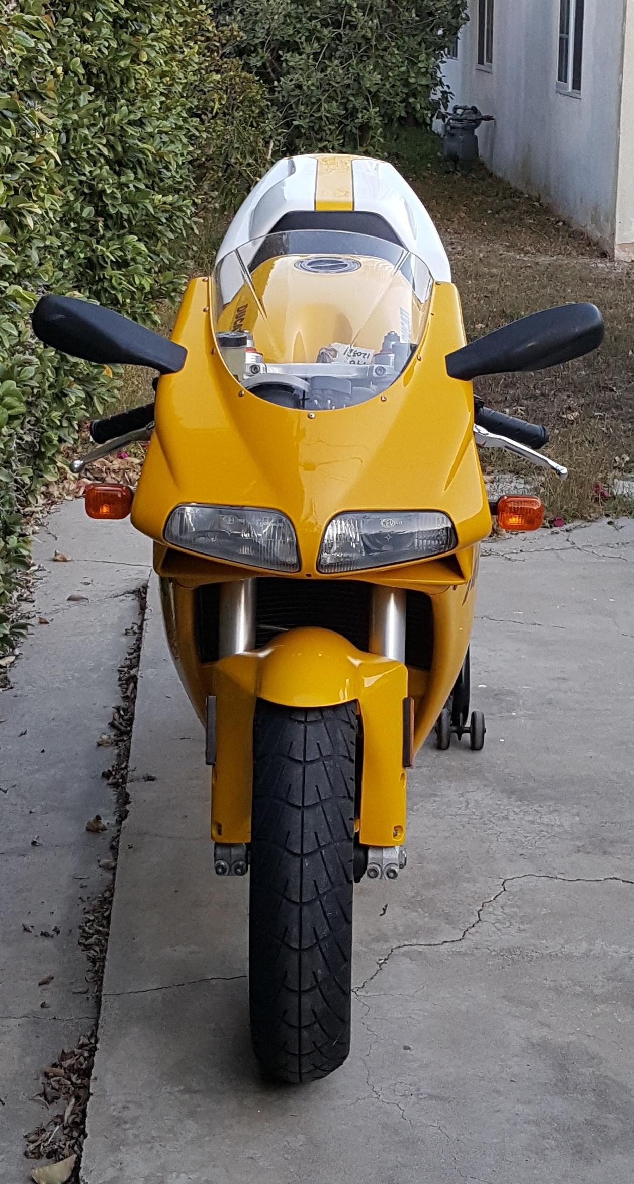 Ducati 748-916 front view.jpg