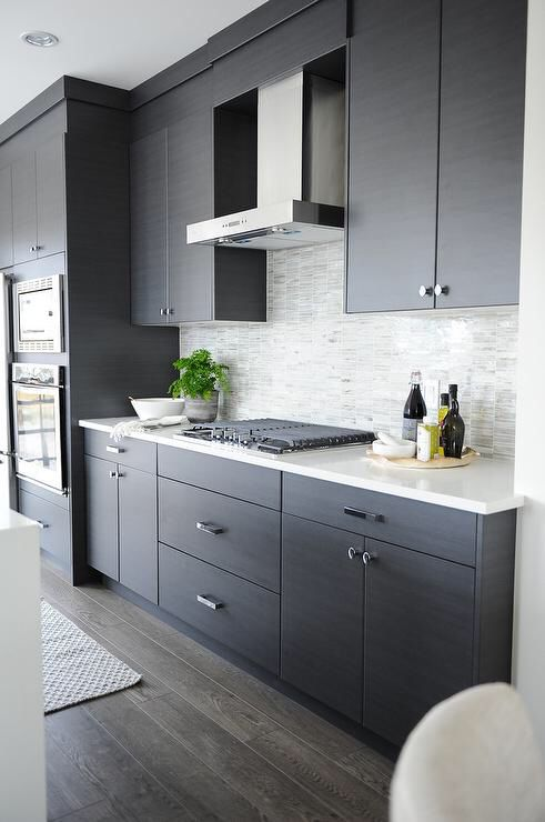 Sleek and Clean - Go for an easy to maintain style by choosing slab style fronts for a sleek and clean kitchen!n The straight lines make this kitchen feel modern.