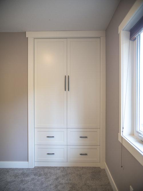Built-in bedroom closet