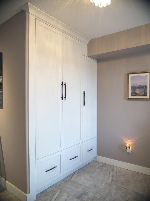Built-in entrance closet