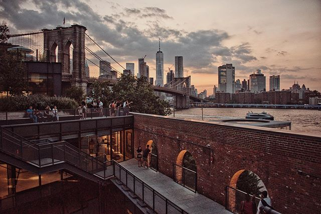 View from the top of Empire Stores in Dumbo . . . . . . . . #sunsetporm #skyporn #nycprimeshot #nycprimeshots #nycityworld #whatisawinnyc #seeyourcity #centralparkmoments #nyc_uncut #nyc_explorers #nyc_highlights #ny1pic #abc7eyewitness #nbc4ny @pictures_of_newyork #picturesofnewyork @empirestoresdumbo #empirestores #empirestoresdumbo #dumbo #brooklynbridge #brooklynbridgeig