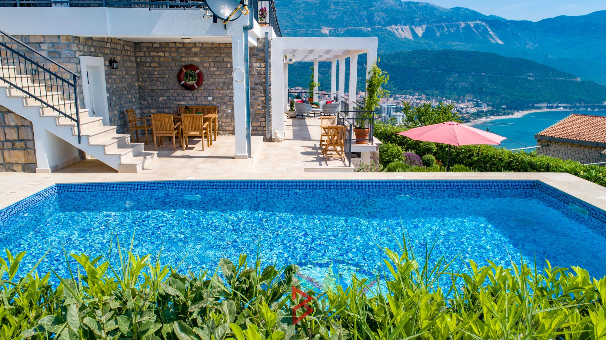luxury-villa-for-rent-budva-montenegro (5).jpg