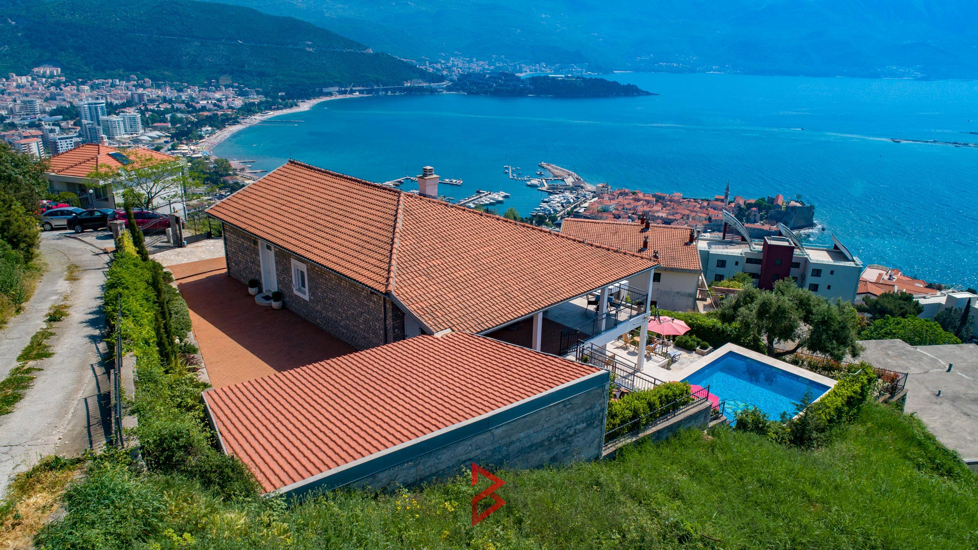 luxury-villa-for-rent-budva-montenegro (23).jpg