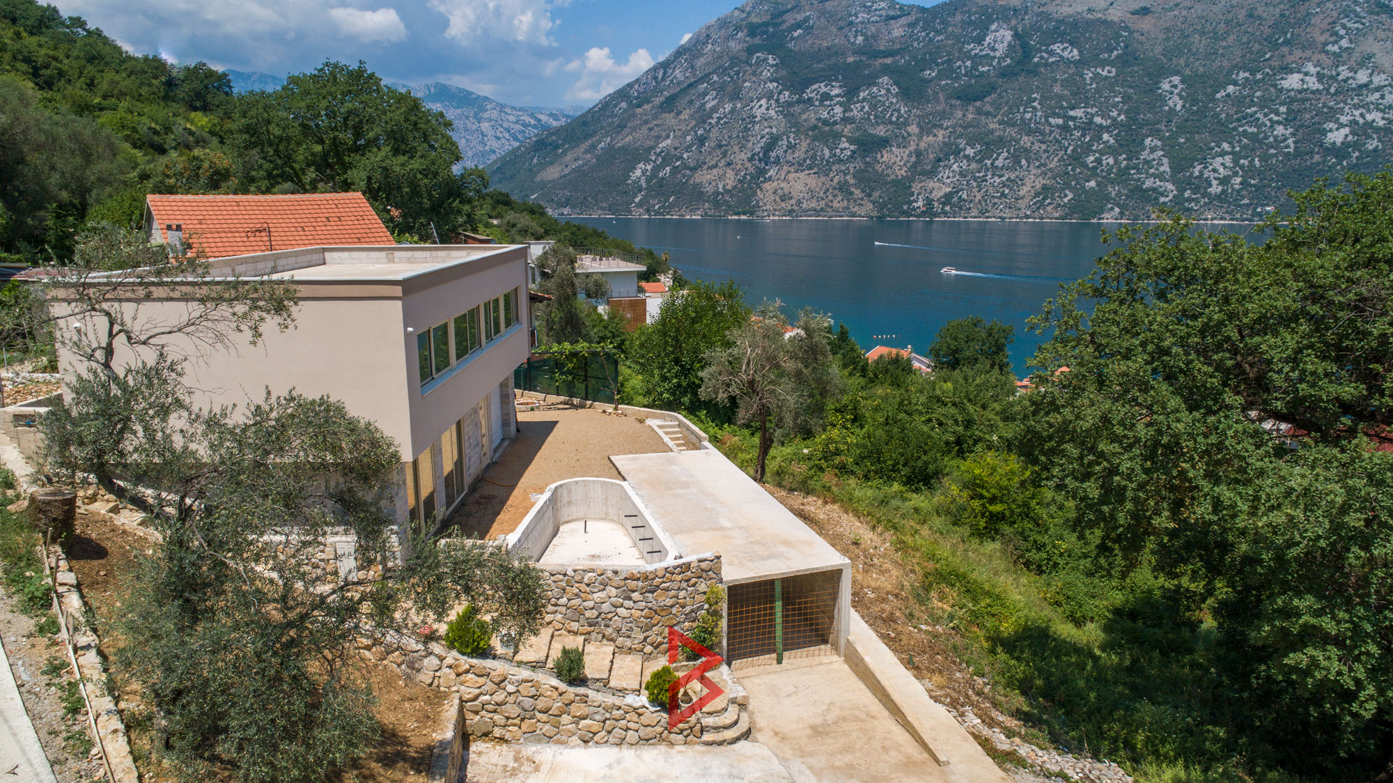 Villa with swimming pool for sale in Stoliv