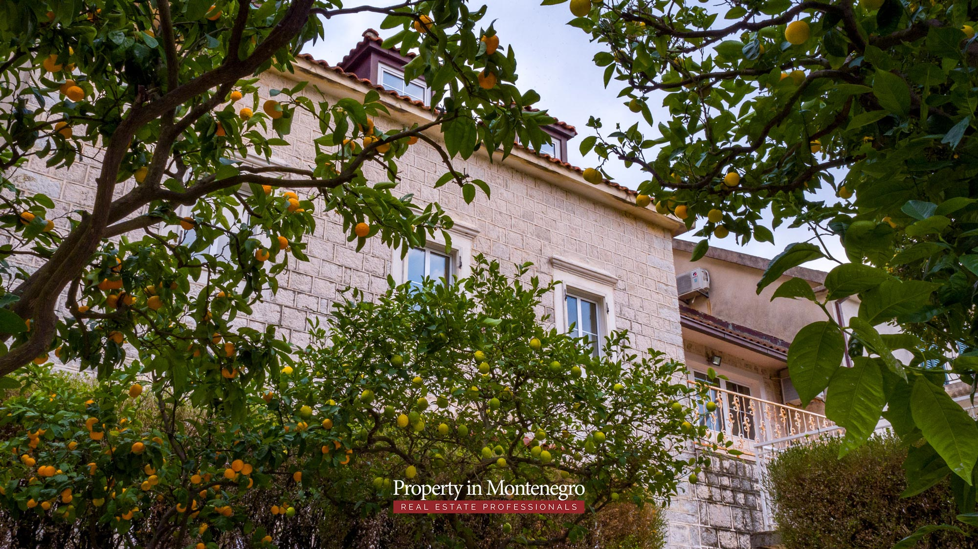 First-line-villa-for-sale-in-Kotor-Montenegro (14).jpg