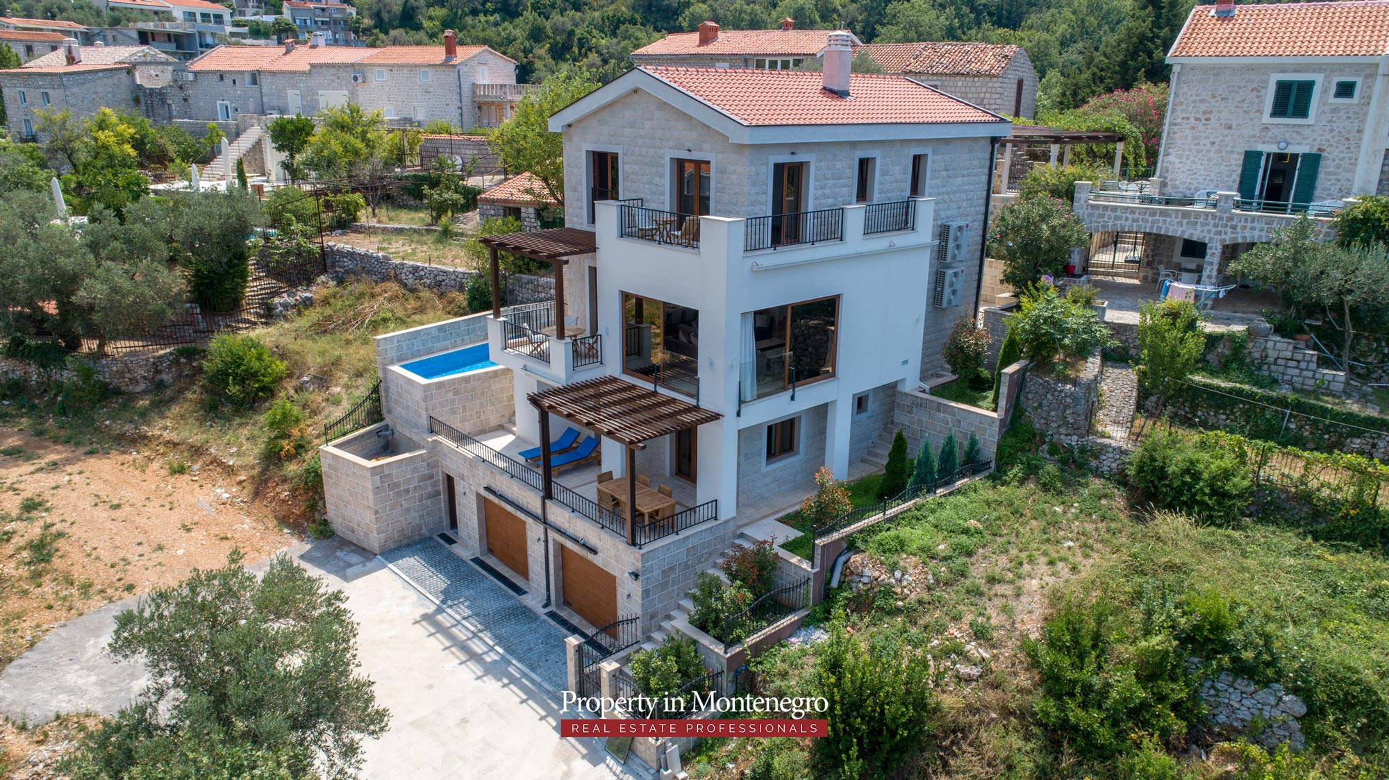 luxury-villa-with-swimming-pool-for-sale-in-Budva (5).jpg