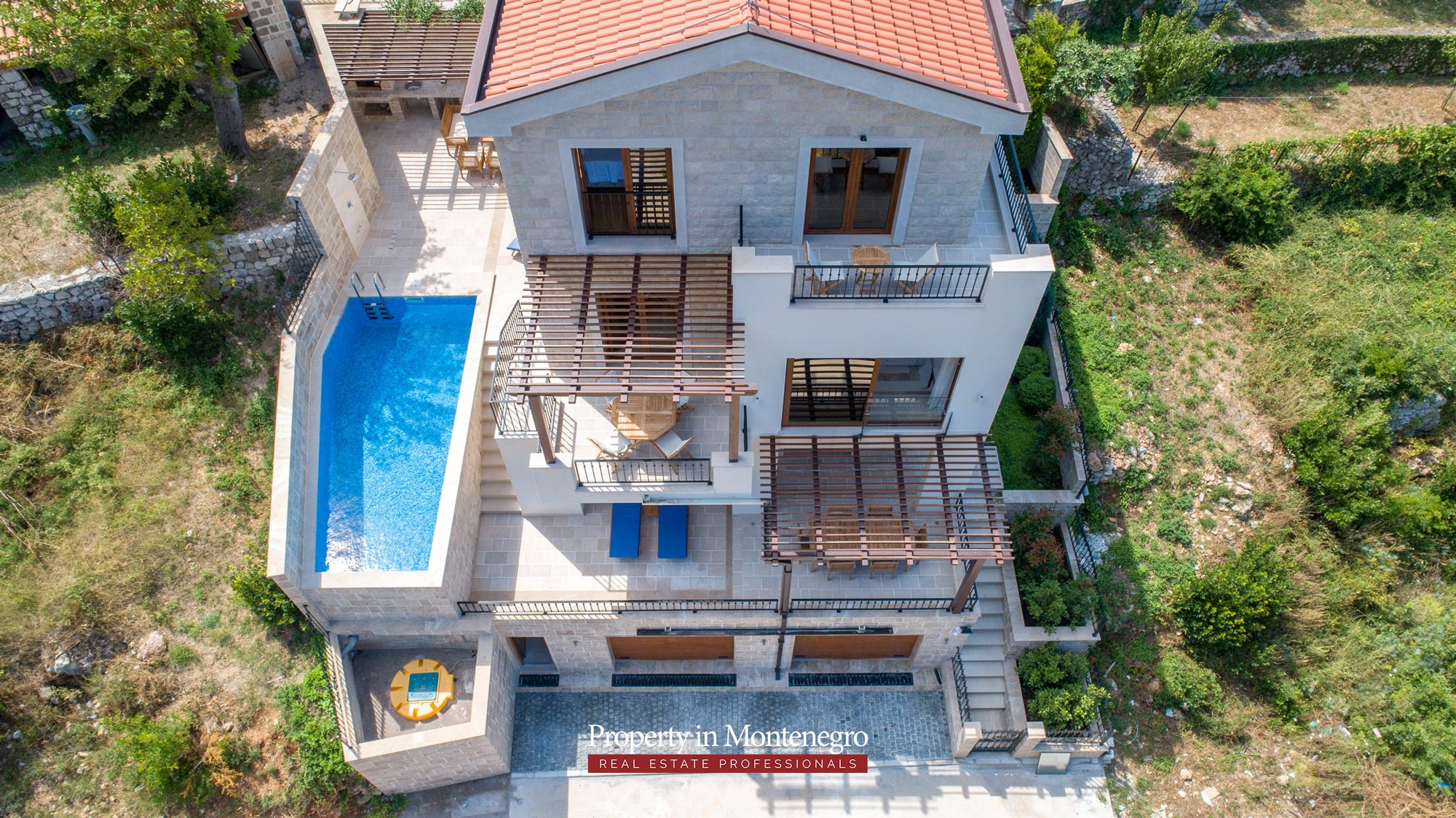 luxury-villa-with-swimming-pool-for-sale-in-Budva (15).jpg