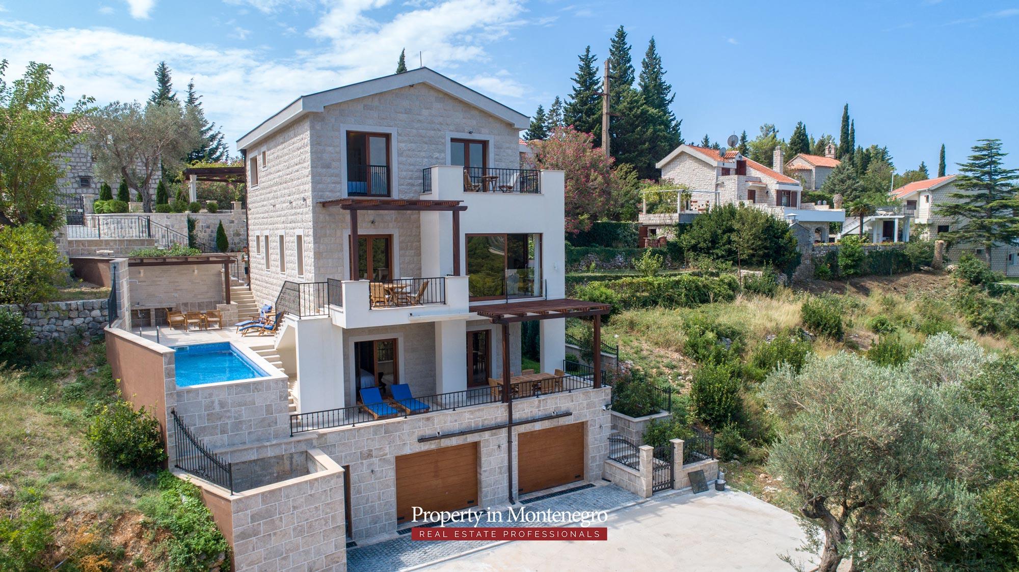 luxury-villa-with-swimming-pool-for-sale-in-Budva (23).jpg