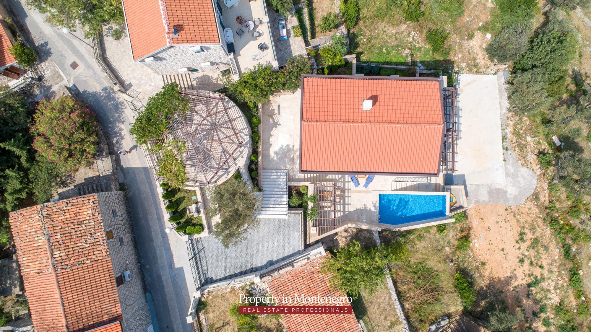 luxury-villa-with-swimming-pool-for-sale-in-Budva (26).jpg