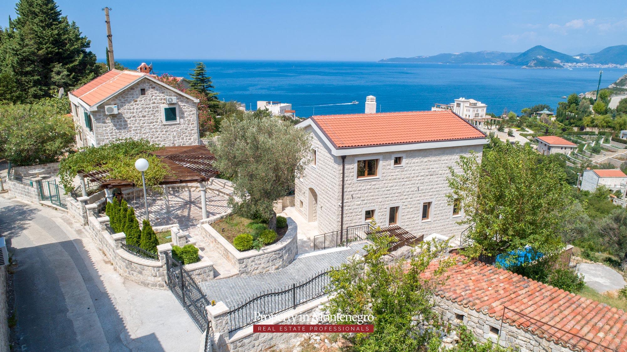 luxury-villa-with-swimming-pool-for-sale-in-Budva (27).jpg