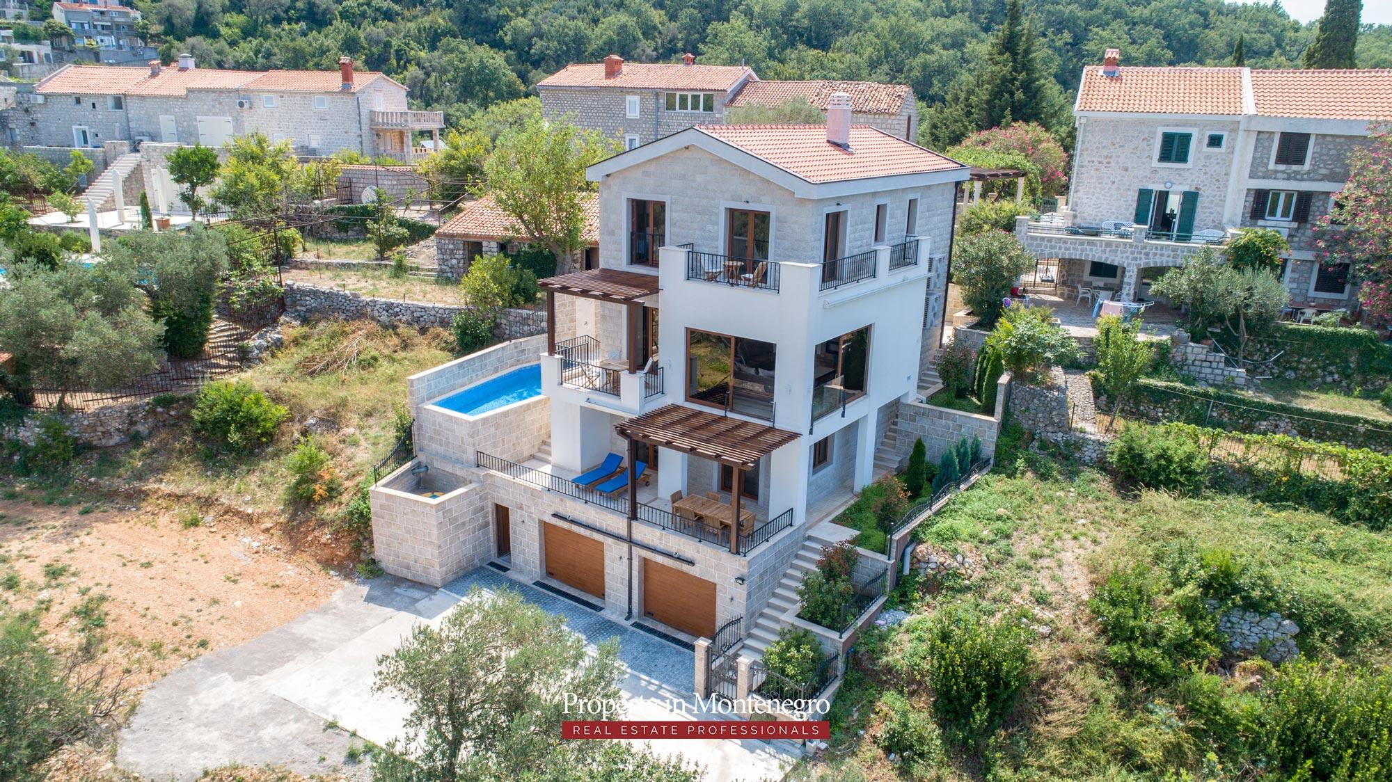 luxury-villa-with-swimming-pool-for-sale-in-Budva (29).jpg