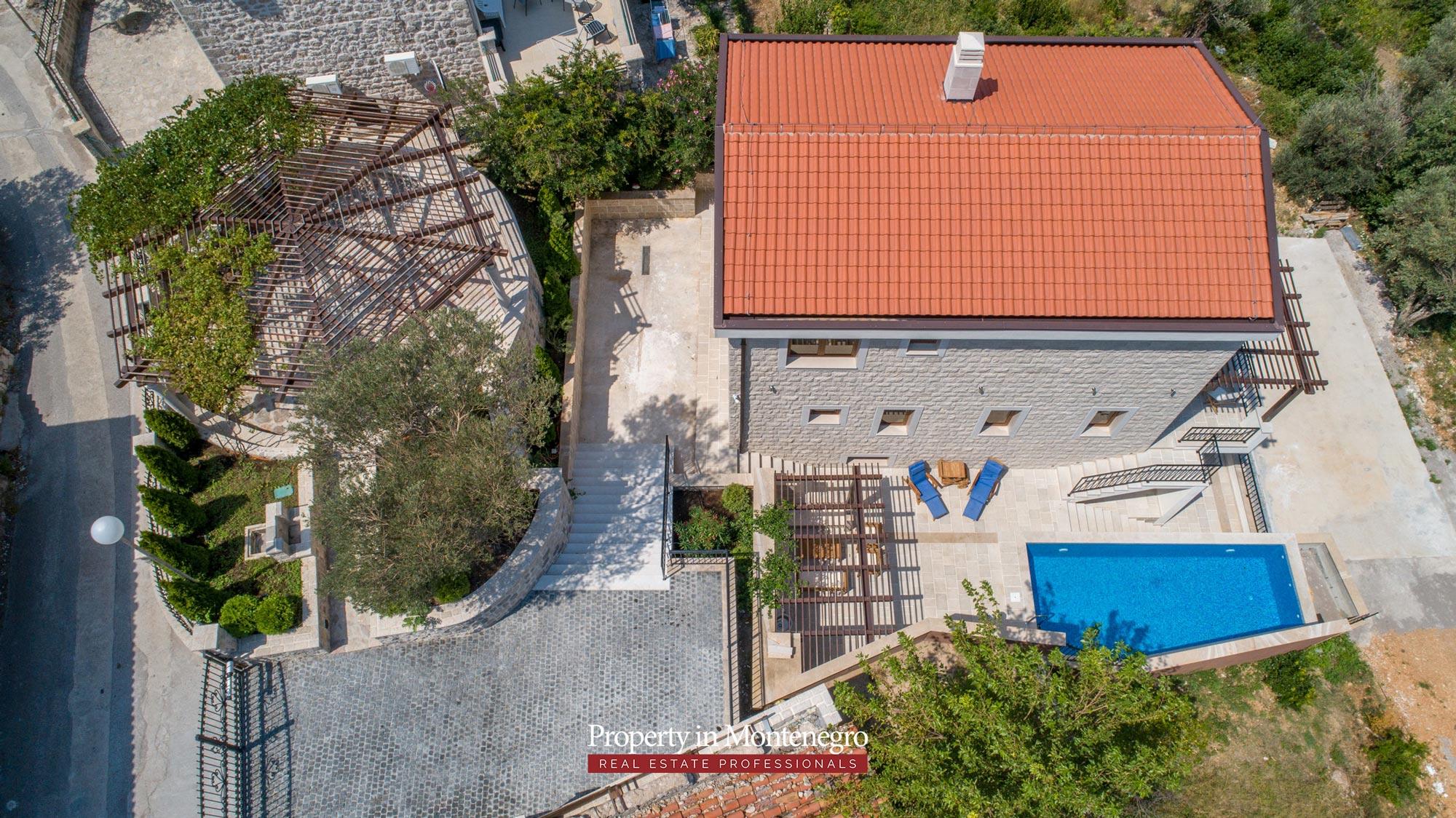 luxury-villa-with-swimming-pool-for-sale-in-Budva (31).jpg