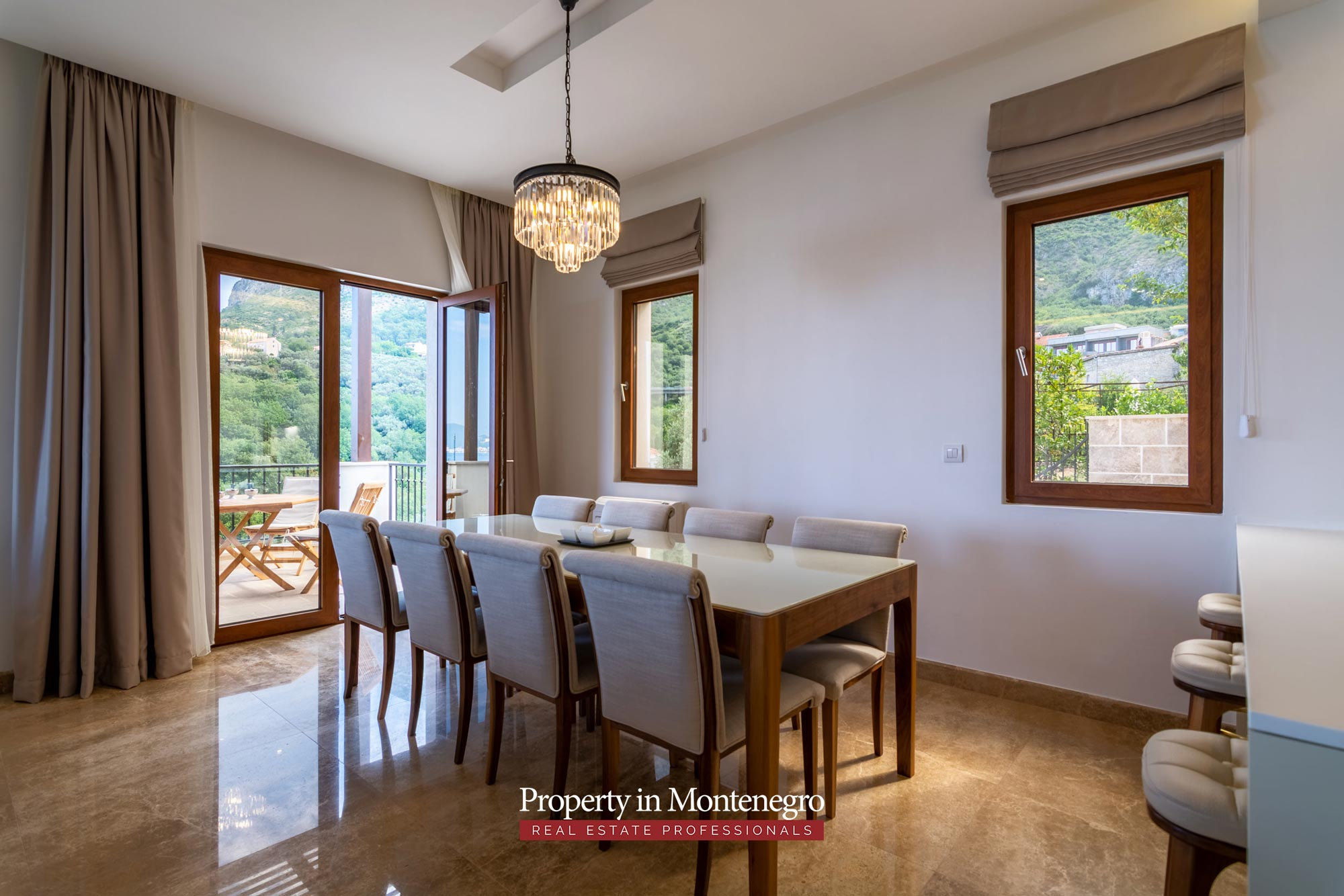 Luxury villa with swimming pool for sale in Budva