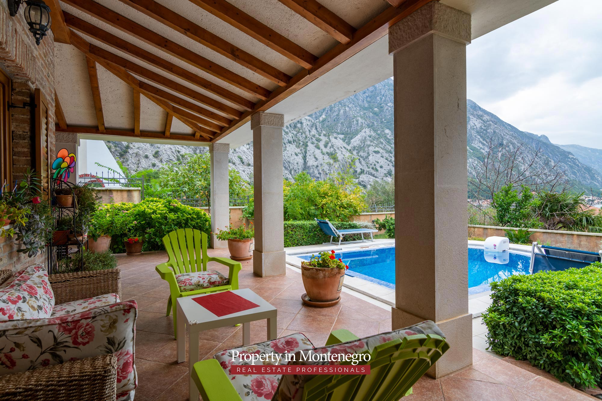 Luxury house with swimming pool for sale in Kotor
