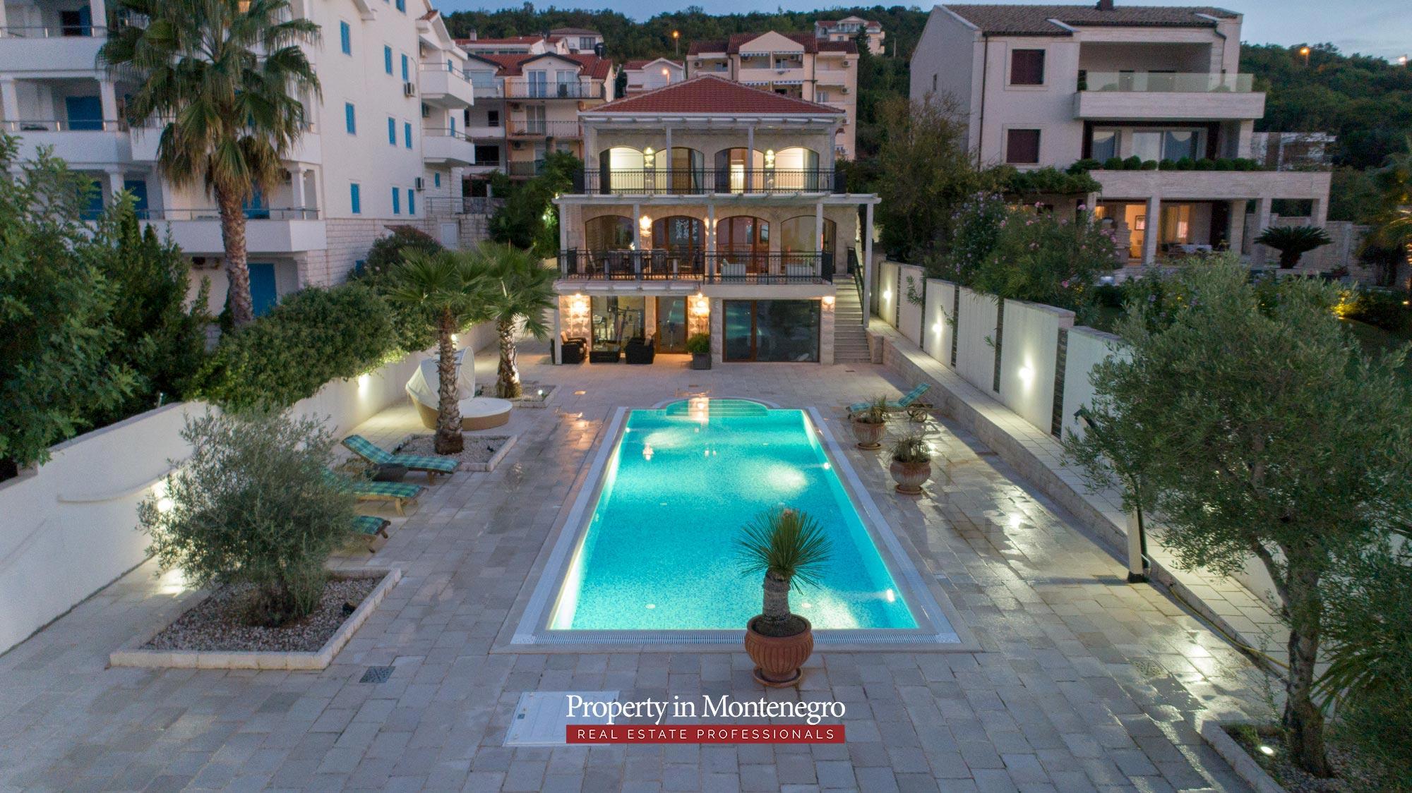First-line-luxury-villa-for-sale-in-Tivat (6).jpg