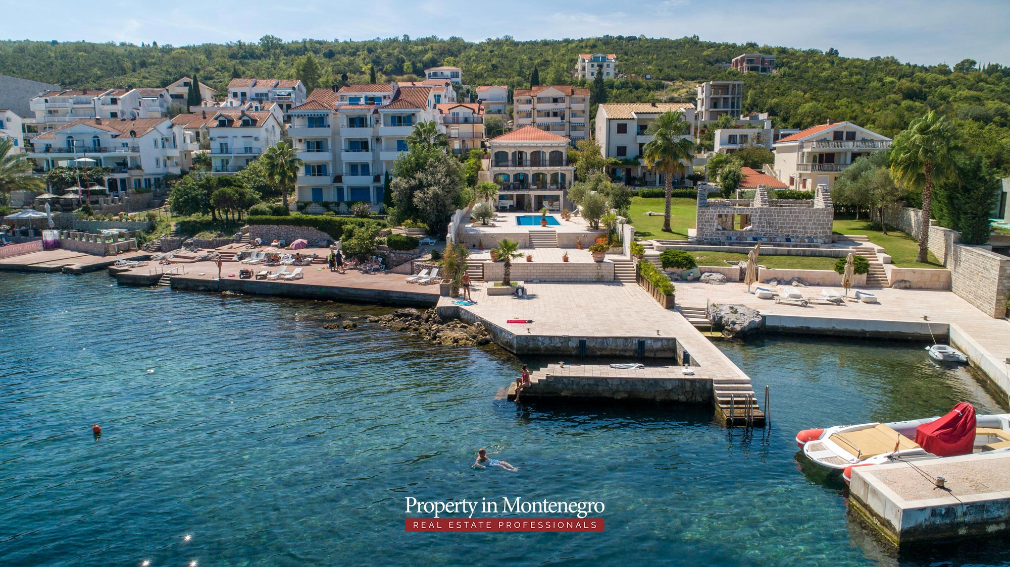 First-line-luxury-villa-for-sale-in-Tivat (17).jpg