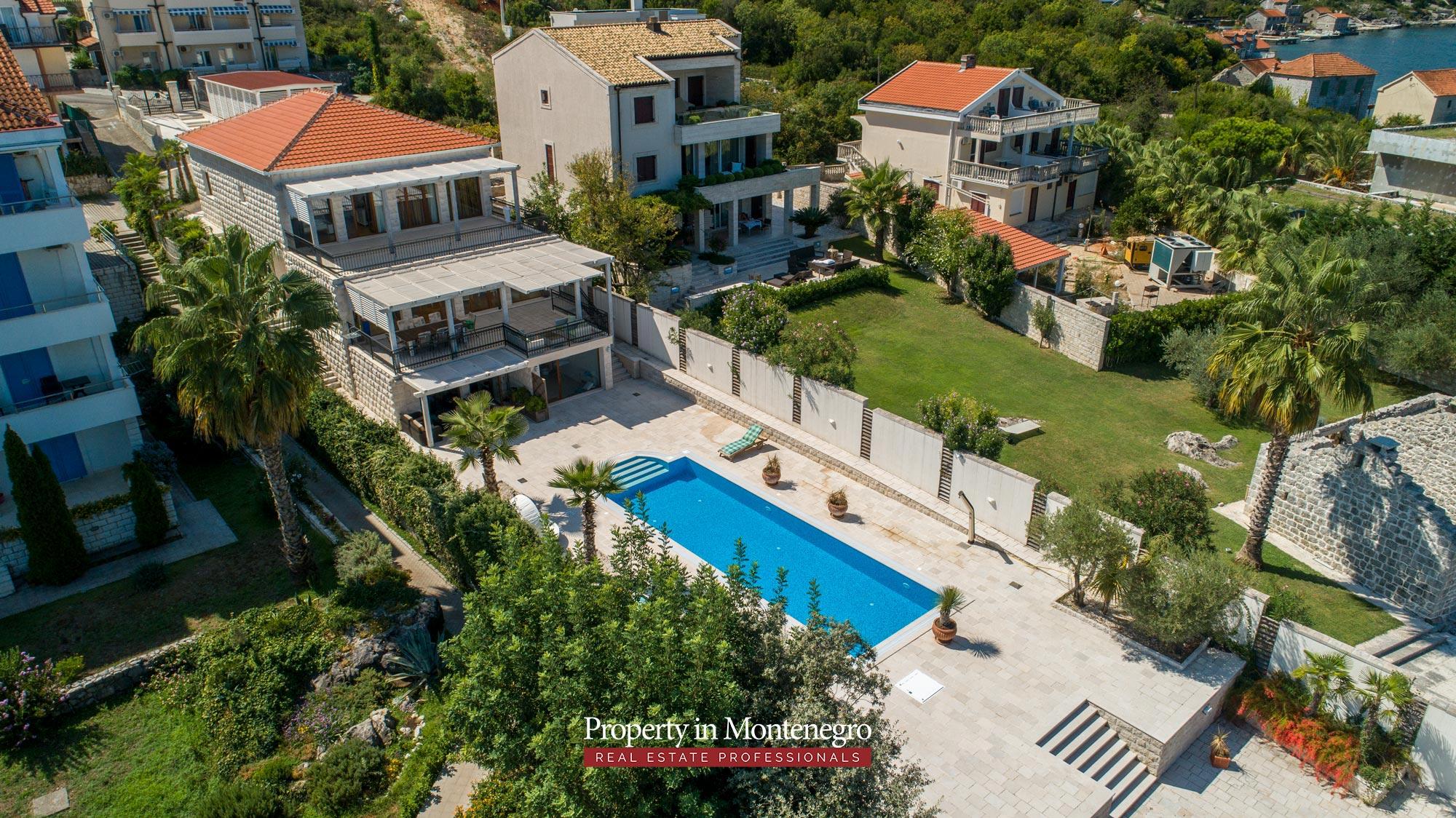 First-line-luxury-villa-for-sale-in-Tivat (18).jpg