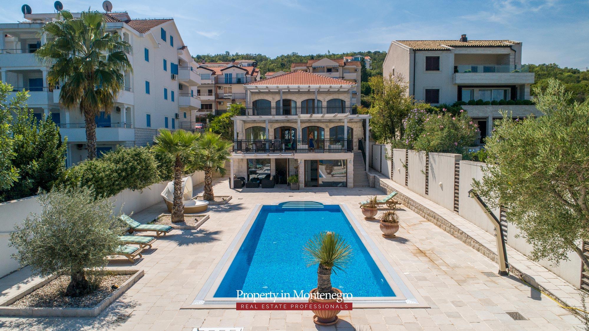 First-line-luxury-villa-for-sale-in-Tivat (19).jpg