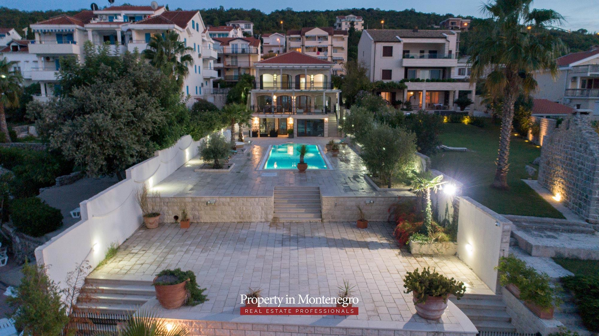 First-line-luxury-villa-for-sale-in-Tivat (33).jpg
