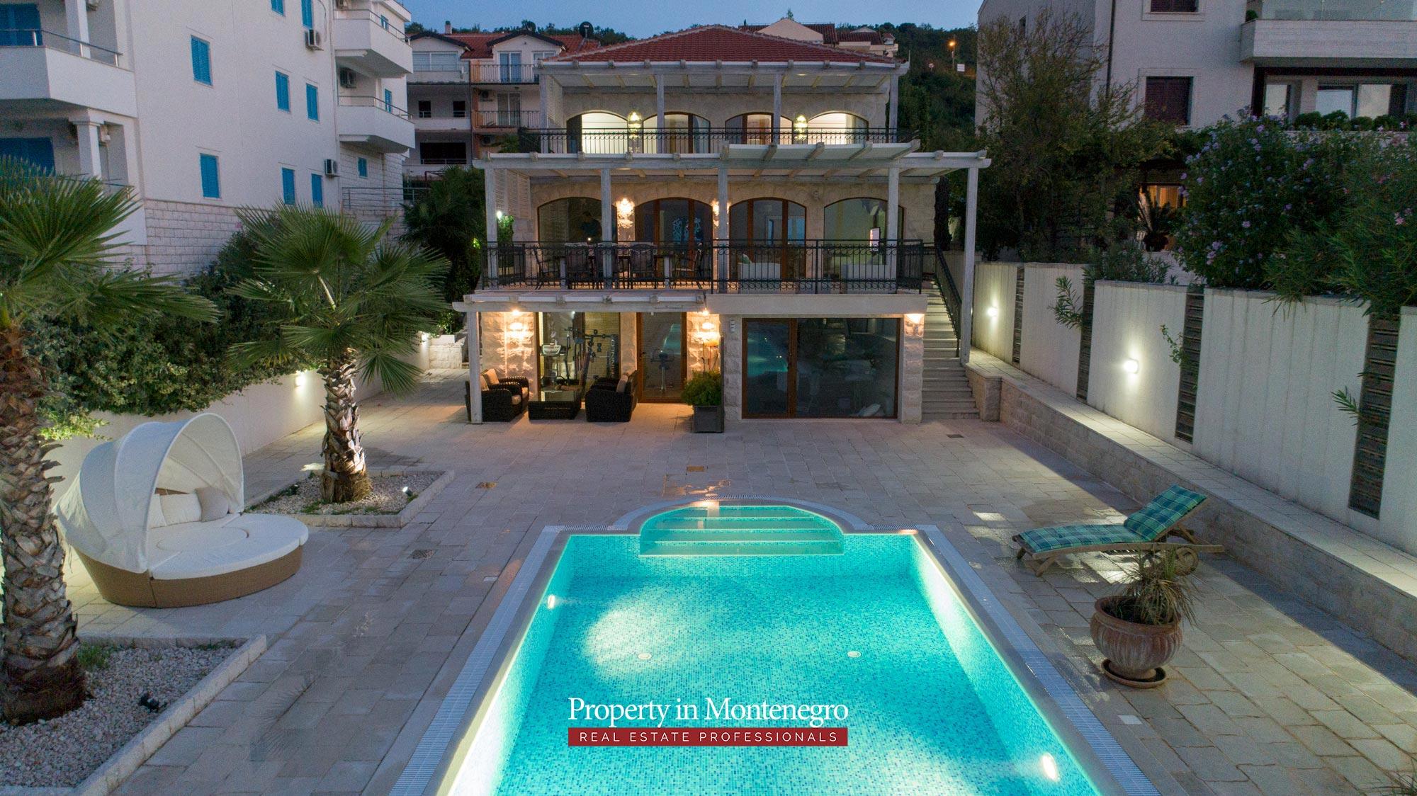 First-line-luxury-villa-for-sale-in-Tivat (35).jpg