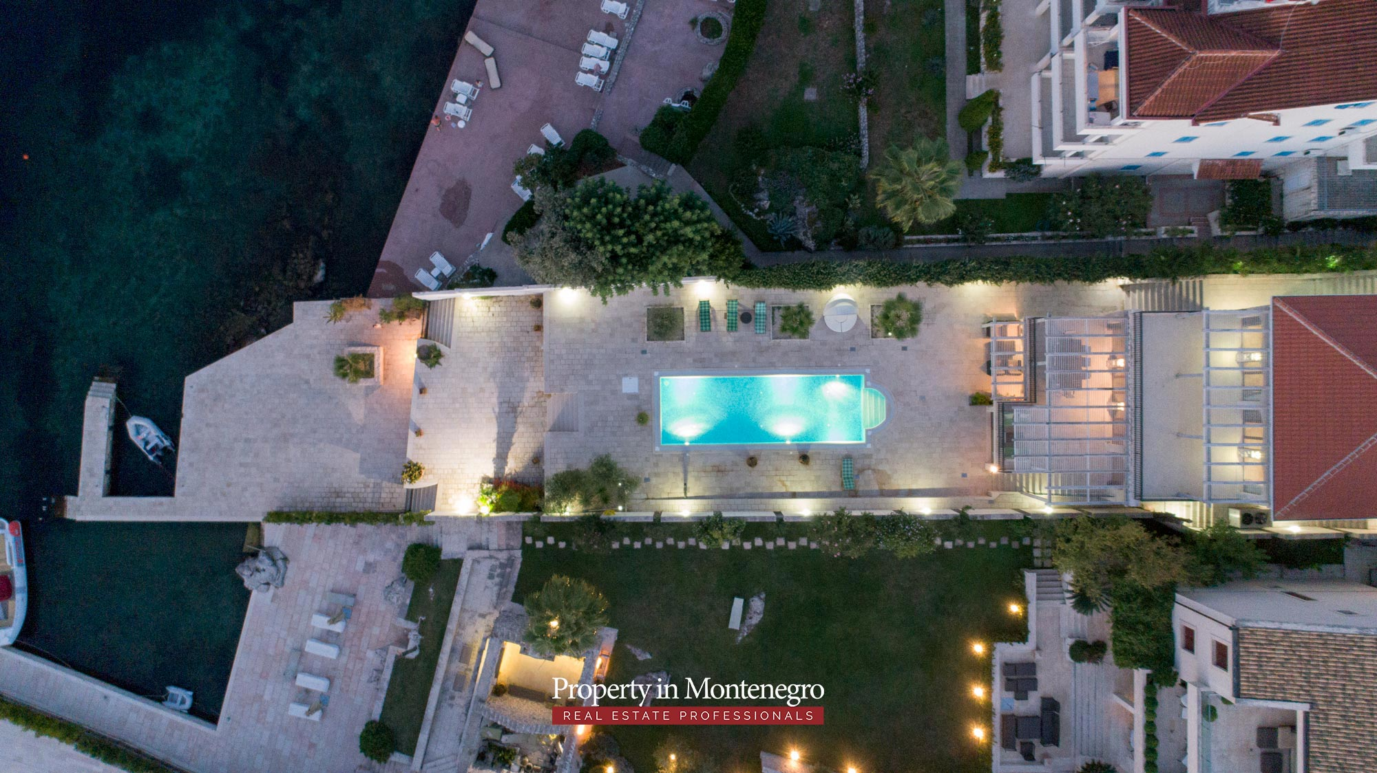 First-line-luxury-villa-for-sale-in-Tivat (36).jpg