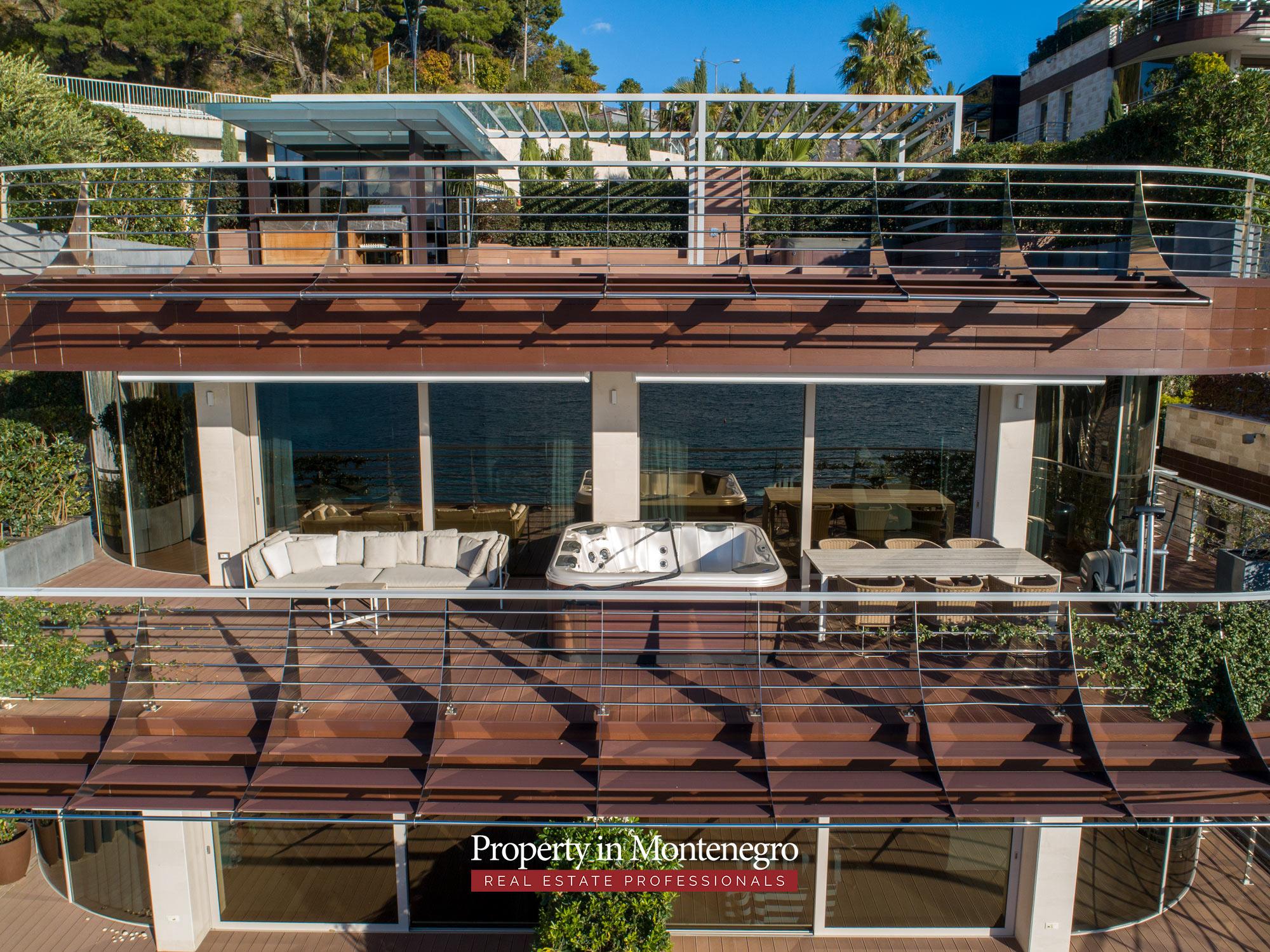 first-line-luxury-penthouse-for-sale-in-Budva-Montenegro-(16).jpg