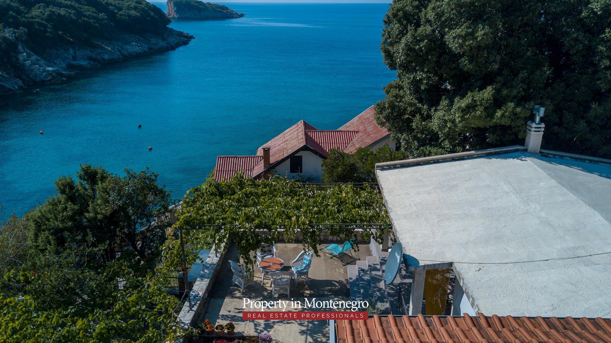 village-house-for-sale-in-hladna-uvala-real-estate-montenegro (2).jpg