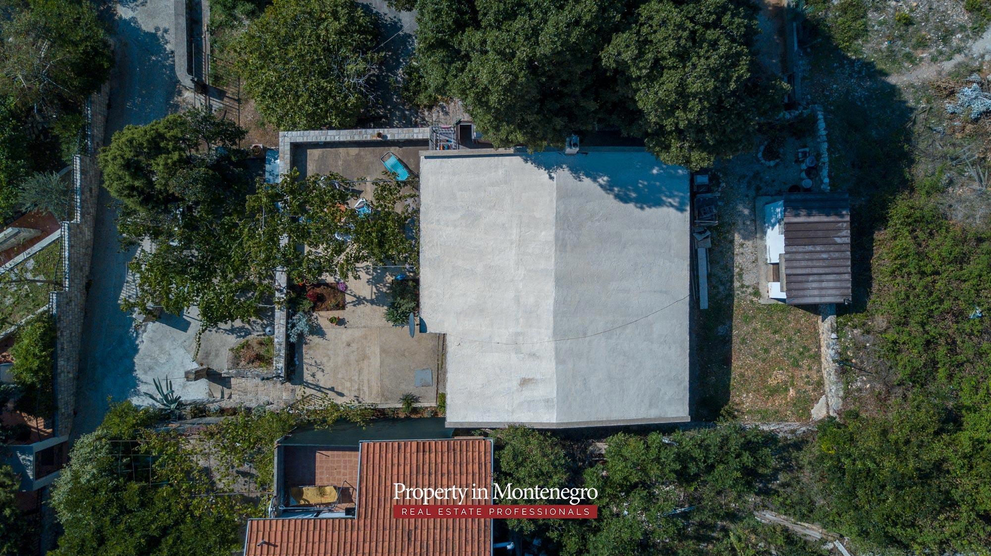 village-house-for-sale-in-hladna-uvala-real-estate-montenegro (9).jpg