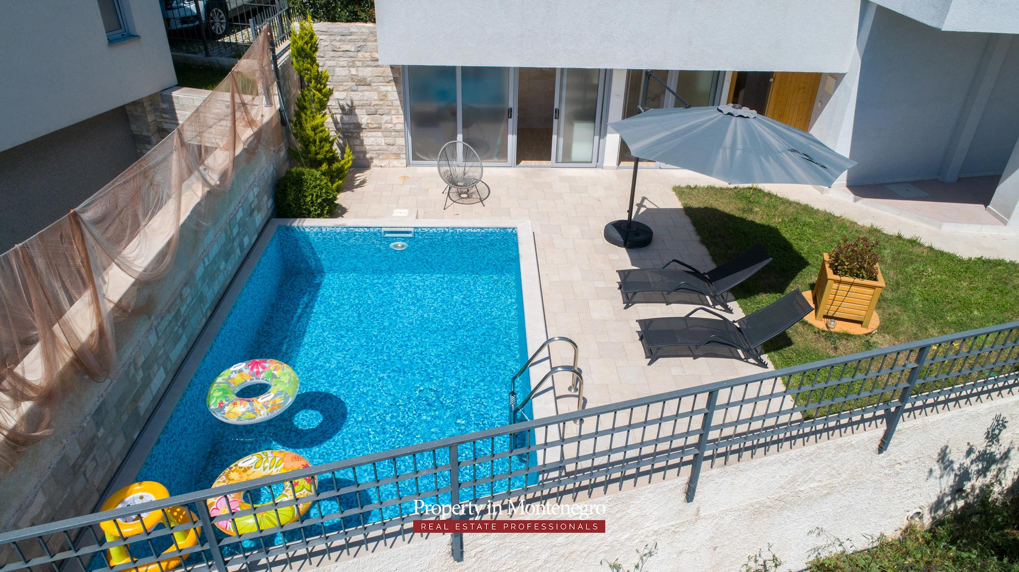 luxury-villa-with-swimming-pool-for-sale-in-Tivat (14).jpg