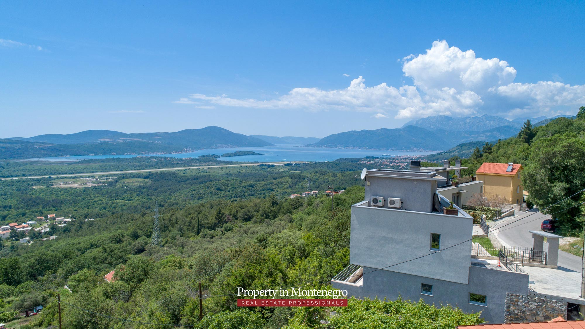 luxury-villa-with-swimming-pool-for-sale-in-Tivat (44).jpg