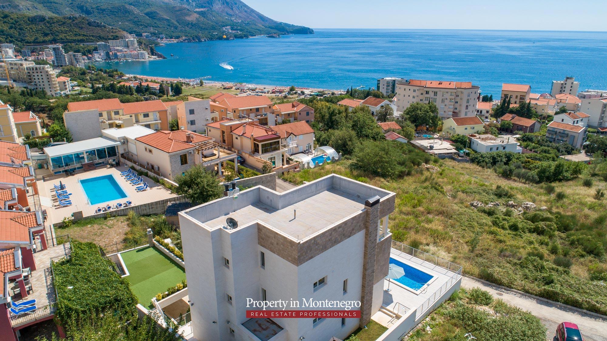 luxury-villa-with-swimming-pool-for-sale-in-Budva (11).jpg