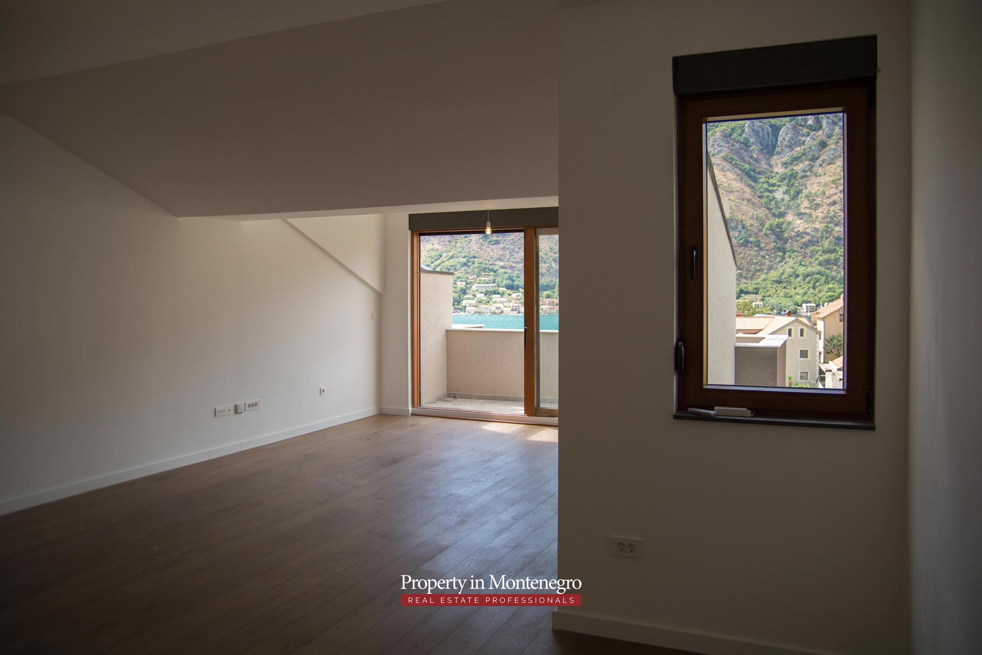 Penthouse for sale in Dobrota