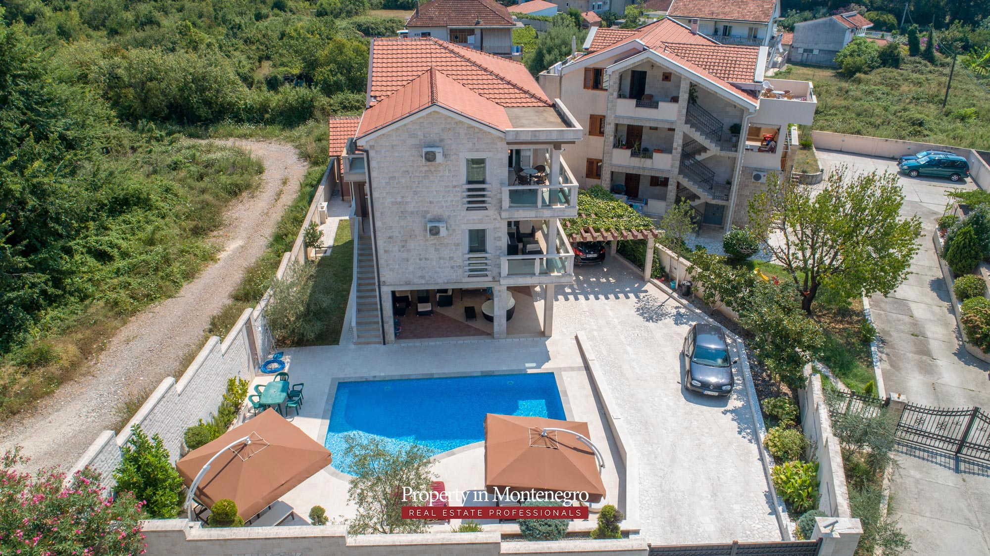 Villa-with-swimming-pool-for-sale-in-Tivat (2).jpg