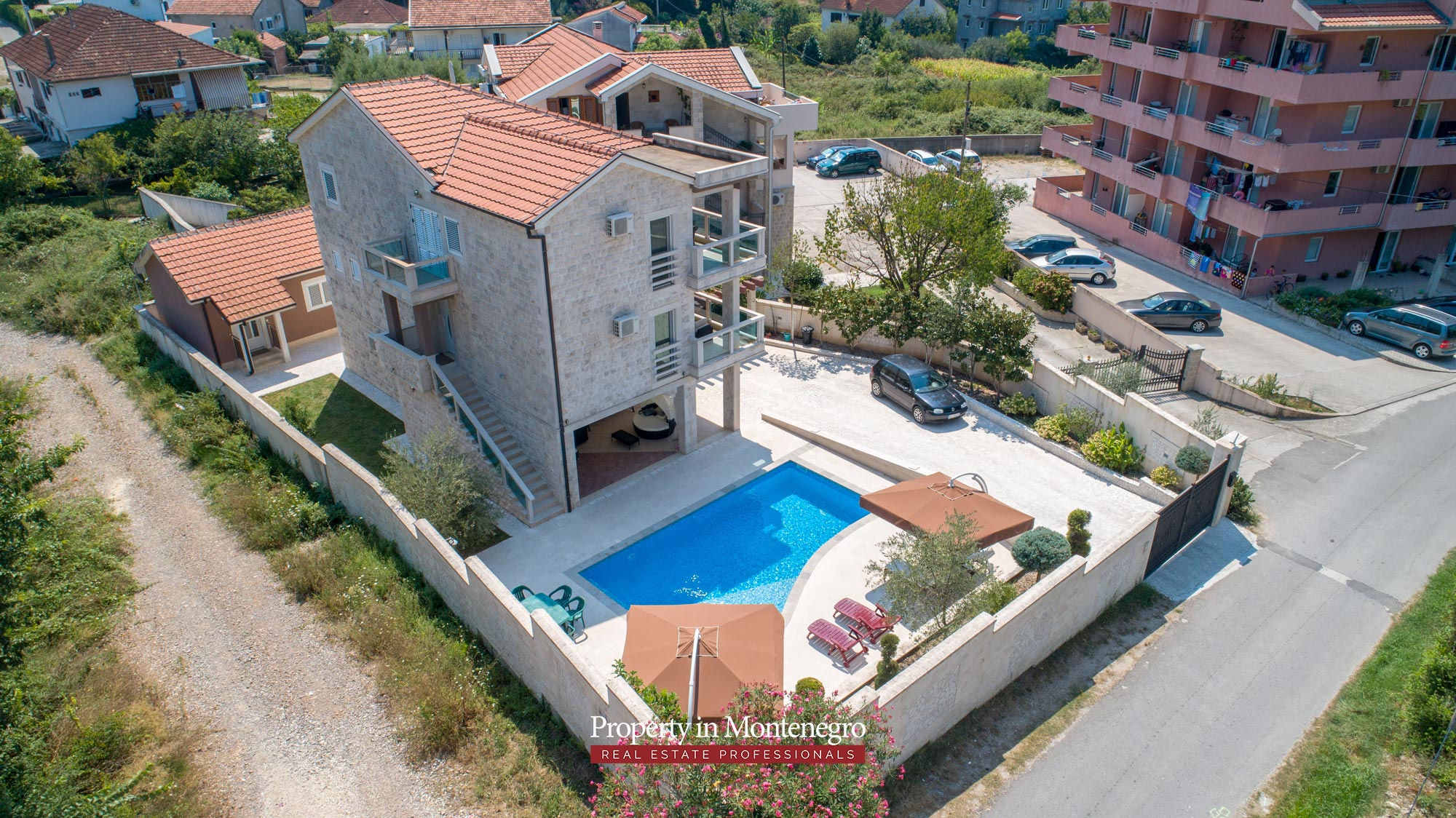 Villa-with-swimming-pool-for-sale-in-Tivat (3).jpg